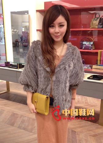 Lambskin Collar Silver Lantern Fur Coat + Japanese Sweet Low Neck Long Sweater + Earthy Clutch