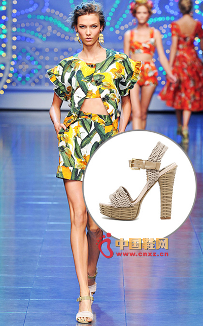 Prints of flowers, fruits, vegetables, etc. give Dolce & Gabbana a new series of vitality