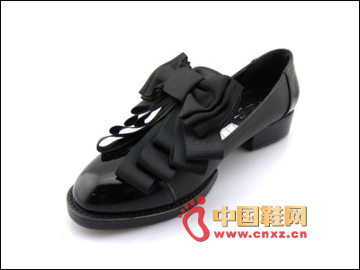 Bowknot decorated black shoes