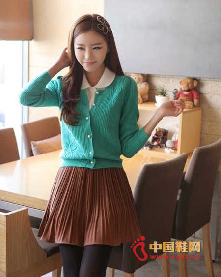 Sweet green short knit sweater, cute style will look cute, arm puff sleeve design