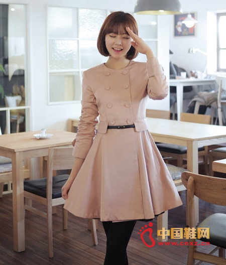 Simple style of sweet coat, round neck design is suitable to wear in the spring and autumn season