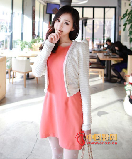The noble temperament of MM will fall in love with this simple short-sleeved cardigan and the same simple dress