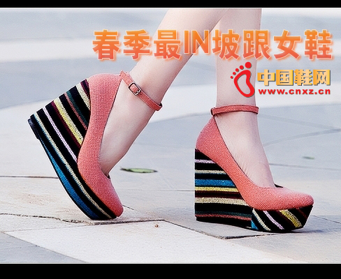 This ultra-high slope and women's shoes shine a lot. The rainbow-colored bottom heels are pretty, plus a ribbon buckle has a more design sense