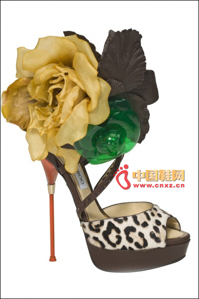 Three-dimensional floral heel shoes
