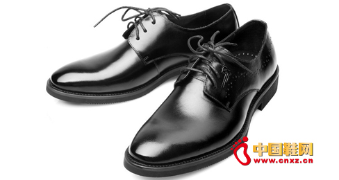 Italian high-end dress shoes style, reflecting the noble style, details of the outline of the beautiful curve