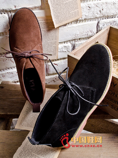 Spring trend men's business casual boots, showing the fine workmanship, highlighting the details