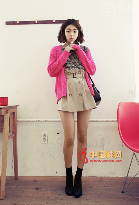 Pink spring knitted cardigan, fresh and sweet colors exude a charming and stylish atmosphere