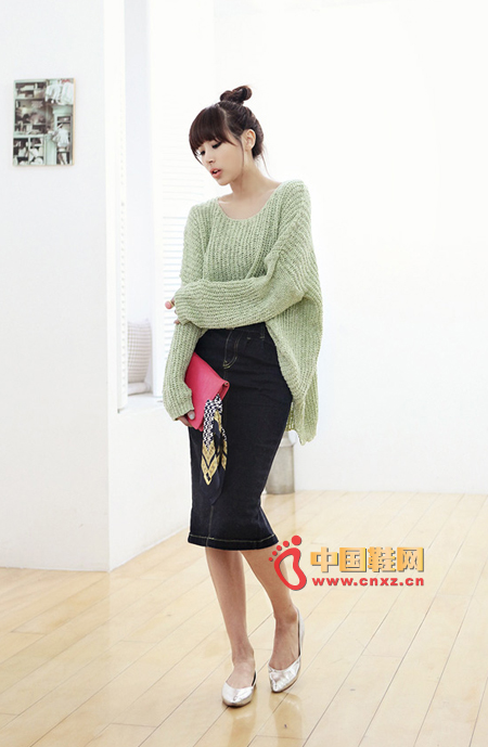Light green knits are best for spring, loose fit, comfortable fabrics, upper body effect is absolutely good