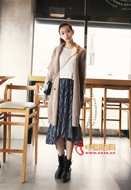 Comfortable, very long temperament knitted cardigan, the effect of wearing is very clear, generous