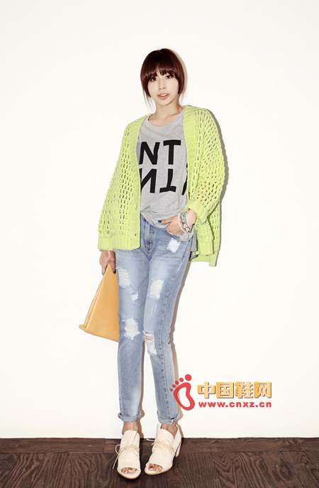 Hollow loose loose knit cardigan, sweet and green, full of charm. Irregular clothing design