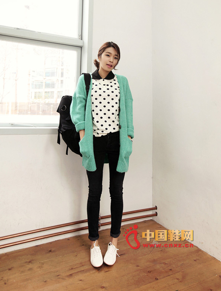 Pretty spring knit sweater, light green colors make people look full of good mood