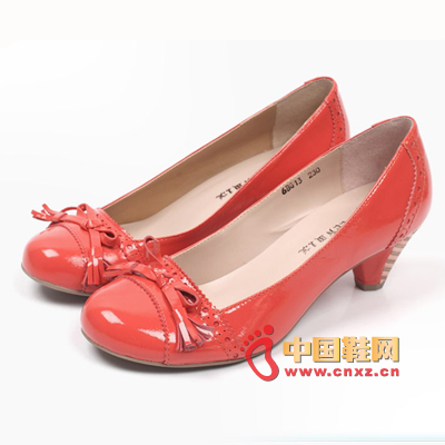 In the spring of warmth and warmth, a pair of comfortable Tianmei Yi shoes must have. Bright patent leather