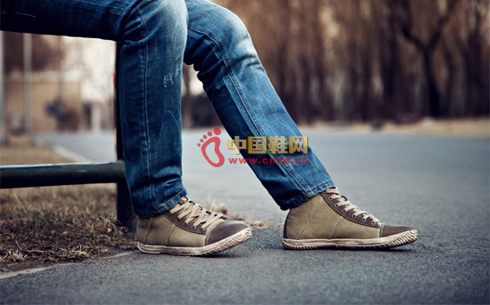 Casual canvas boots are the hearts of young people. They are comfortable and casual.
