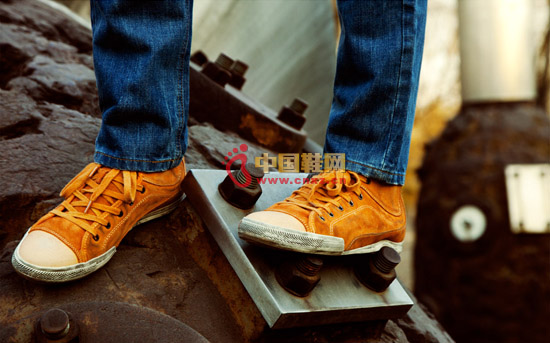 Dynamic streamline design, washing and old treatment, this casual boots full of street style.