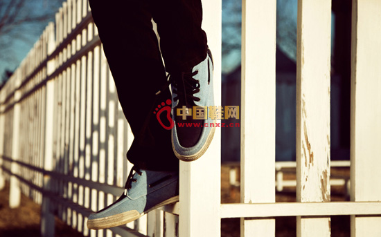 Suitable for leisure vacation shoes, drawing on the design elements of the sailing shoes, is the classic urban shoes.