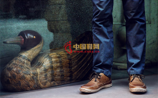 The natural wrinkle texture makes the footwear change the boring impression, and it looks very beautiful visually.