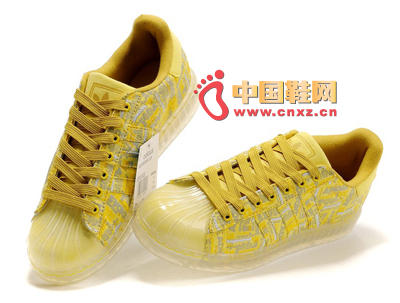 Bright yellow: bright yellow is definitely not to be missed, bright colors plus casual style