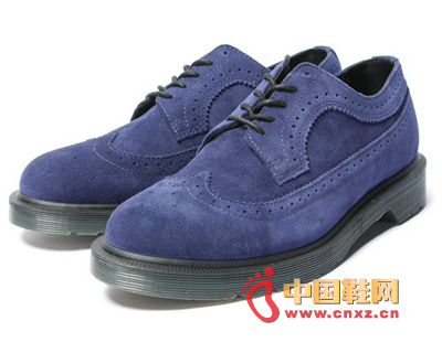 Sapphire blue: neat and clean color, retro style, exquisite carving, this blue Oxford shoes is the best choice for business gentlemen