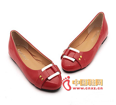 Dahongliang leather shoes decorated with a stylish metal ring, it is particularly simple and stylish. Classic flat design