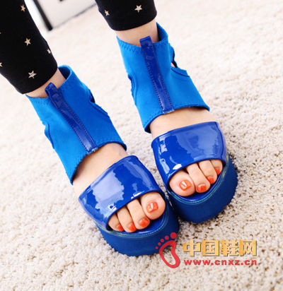 Europe and the United States Fan handsome hollow platform sandals, style and leisure wild, both inside and outside the color match and echo are very perfect