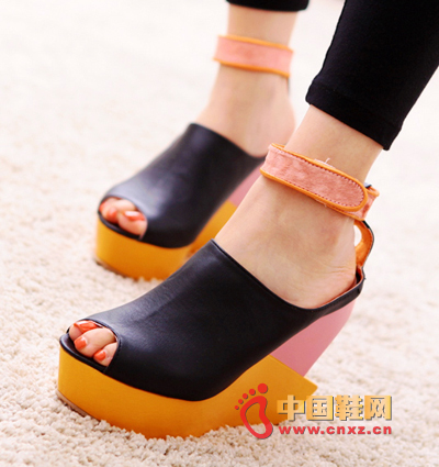 Super popular wedge shoes without losing the personality of the super personality, with a romantic fashion taste