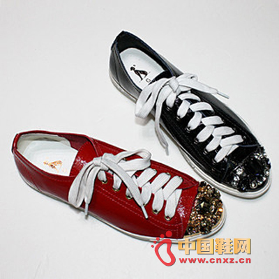 Flat sports shoes, round head design with rhinestone decoration, with luxurious casual style