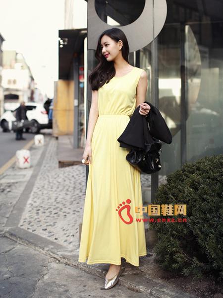 Light yellow sleeveless long dress, elegant feminine charm design. Lightweight material