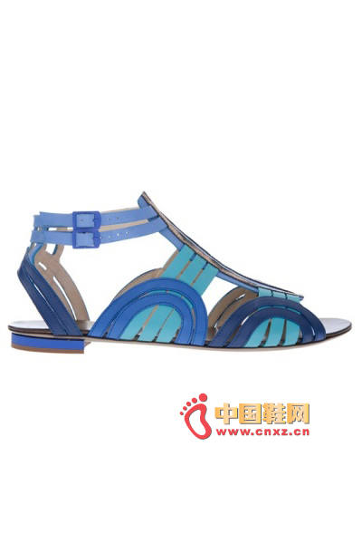 Roberto Cavalli became beautiful and charming under different blue interpretations. Comfortable flat shoes are more than desirable.