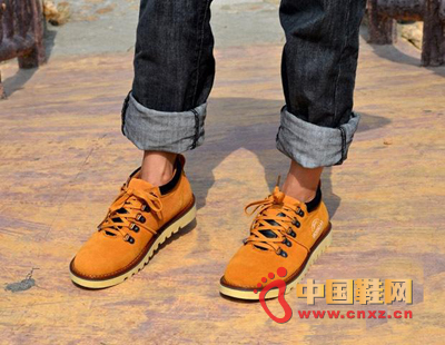 Lemon yellow makes your feet full of temptation, matching casual leather material, so that you work hard handsome.