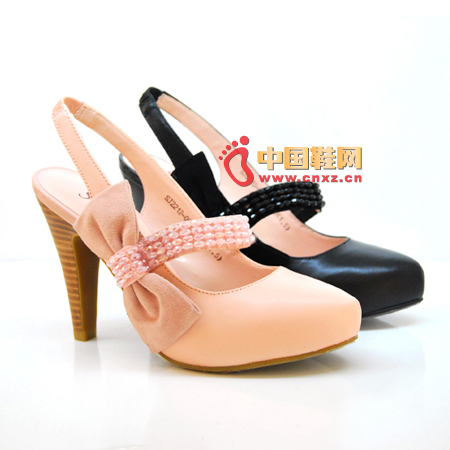 The crystal of the instep and the bow on the outside of the shoe dress up to show the woman's soft temperament.