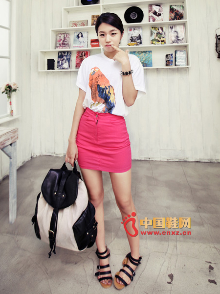 High-waisted pink skirt with long slim legs, firm cotton, elastic and comfortable to wear