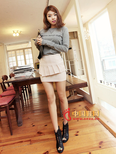 An apricot pink short skirt that makes a lot of girls pleasing looks pretty good-looking