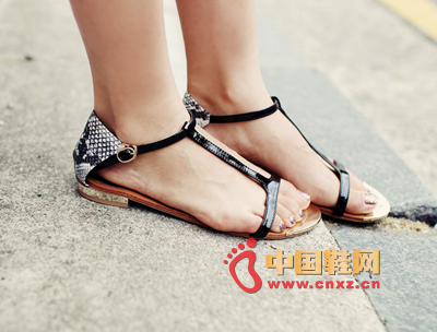 Specially lightweight, nice-looking T-sand sandals, T-section is the texture of the synthetic leather