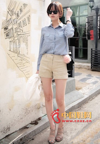 Handsome European and American style, shirt color is very common, but the design of double pockets and the double pockets of mid-waist shorts echoes