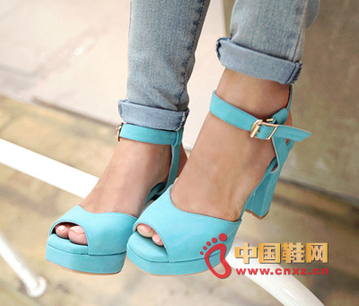 The tender sky blue heels and heel strap design are very stable and safe.