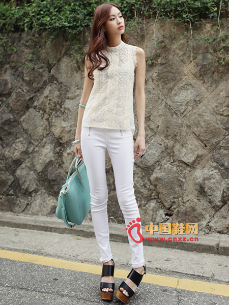 White translucent lace blouse, exquisite embroidery and lace, highlight noble temperament