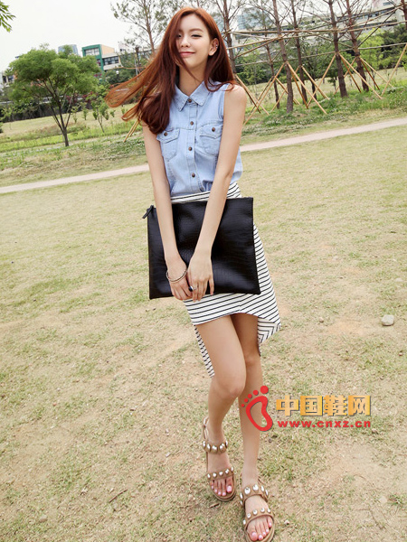 Slim-fit sleeveless denim shirt, easy to mix and match variety, ideal for fresh summer wear
