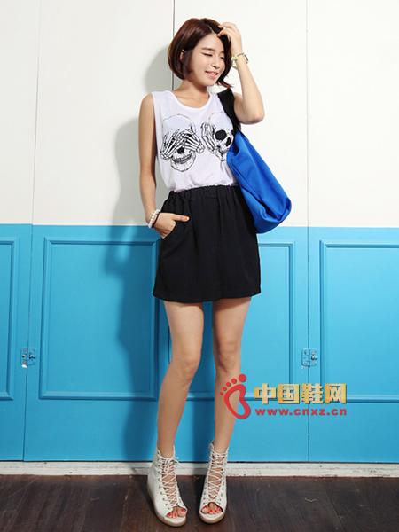 Casual short skirt, high waist, short skirt length, elongated leg lines
