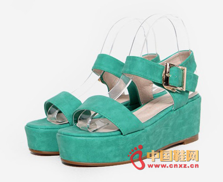 The thickened sandals with increased effect are as comfortable as flat shoes and don't feel clumsy when worn