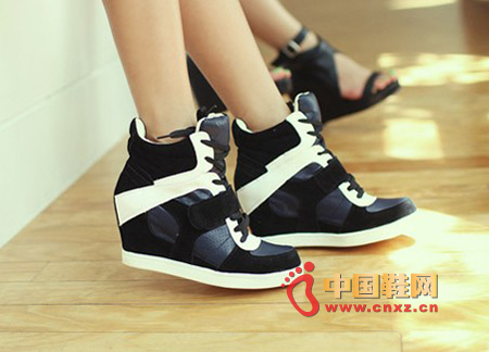 Fashion MM essential sports shoes, looks youthful vitality, color is also very beautiful