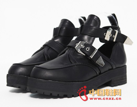 Casual goth style, full of youthful cute platform shoes