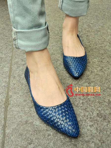 Superbly pointed pumps, exquisite braided uppers, high scores for concave people
