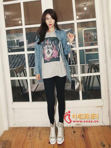 Denim shirt + T-shirt + Slim pants + canvas shoes