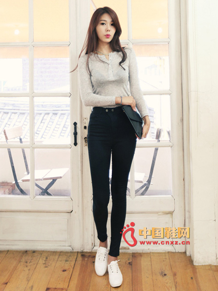 Cotton long-sleeved T+ high waist slim trousers + canvas shoes
