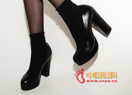 Simple heel design high heels, classic style, simple and versatile, creating a super stylish sense.