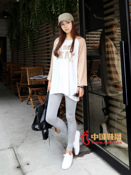 Cute patterned T-shirt with grey leggings, casual dress up with a pair of white canvas shoes