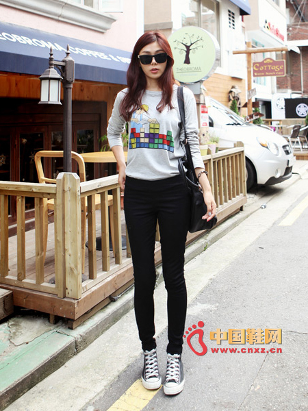 Loose sweater is the focus of lazy fan, with slim jeans, not to mention the thin effect