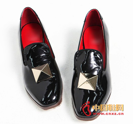 Lacquer small leather shoes, can match a variety of styles, really is good-looking and practical