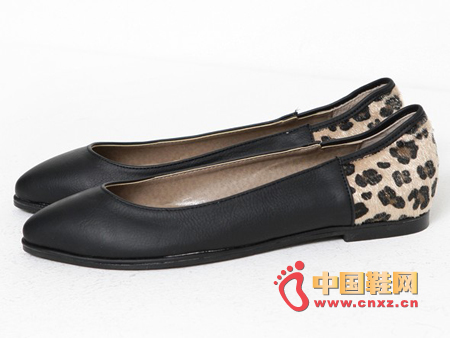 Followed by a leopard-printed, light-edged flats with a pointed design and a beautiful silhouette