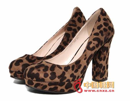 Beautiful shallow-heeled high-heeled shoes, shallow-heeled high-heeled shoes, especially stretch the legs
